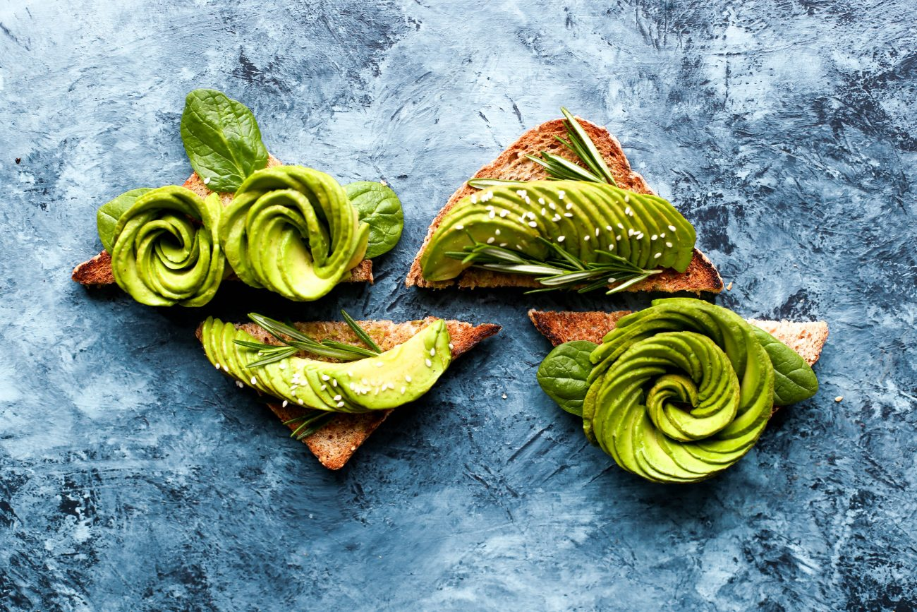 avocado pe paine toast