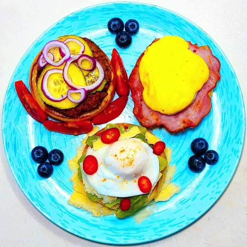 Chifle cu ou benedict, poșat și chiftea vegană